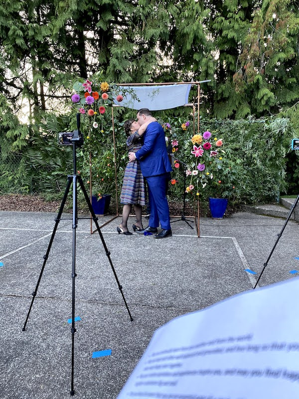 Chad & Lise kept their florals simple, and bright colors made a dramatic impact.